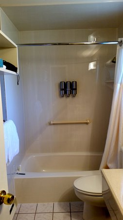 Earthbox Inn & Spa: Room bathroom was well appointed and maintained