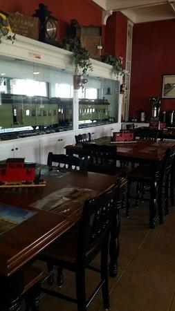 Depot Inn & Suites: 20160809_181015_large.jpg