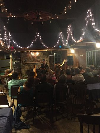 Oakland House Cottages by the Side of the Sea: Open mic night