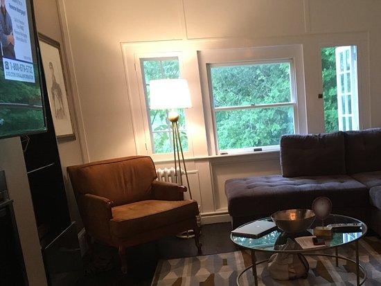 Bethany, PA: Spacious living room