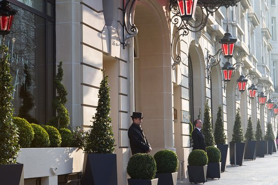 Le Royal Monceau-Raffles Paris: Le Royal Monceau Raffles Paris Facade