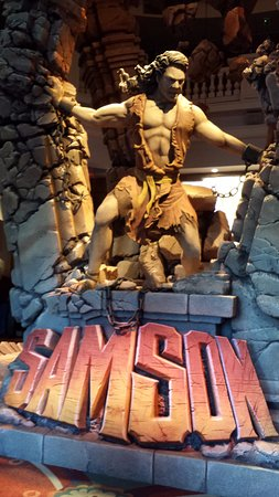 Sight and Sound Theatres : Samson statue in foyer