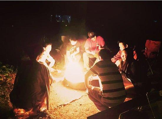 เอ็กซีเตอร์, นิวแฮมป์เชียร์: Making Smores by the campfire