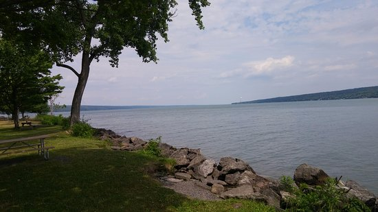 Trumansburg, NY: Other view from the same point on the lake