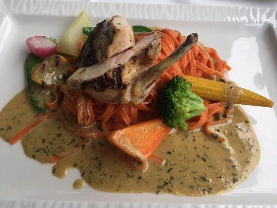 Hotel des Balances: 먹어본 닭가슴살 요리중 최고로 맛있었어요. 진짜 너무 부드럽고 소스도 최고! 너무너무 맛있어요 여기 가시면 닭가슴살 꼭 드세요.