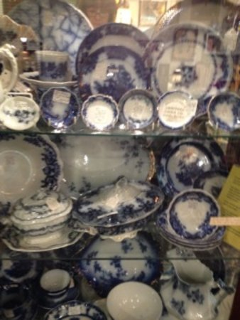 Geneva, IL: Beautiful Flow Blue and transferware collections.