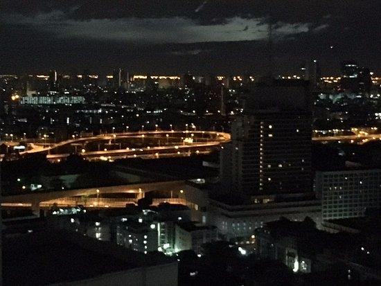 Pemandangan Saat Malam Hari Picture Of The Berkeley Hotel