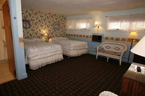 Bennington Motor Inn: Non-Smoking 2 Bed Room