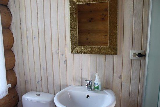 Biryuzovaya Katun, روسيا: чисто и аккуратно, но нет крючков для полотенец
