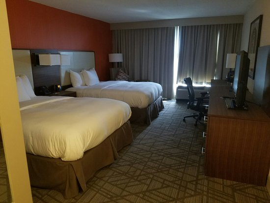 Hilton Knoxville Airport: Executive Floor Room - Spacious!