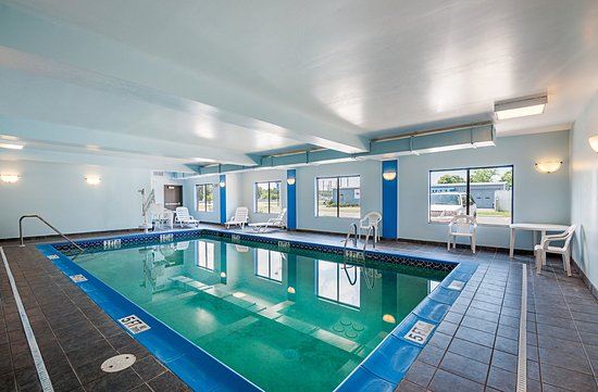 Comfort inn and suites 1 1 7 83 updated 2017 prices hotel reviews cambridge md for Hotels in cambridge with swimming pool
