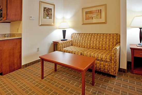 Hardeeville, SC: Suites with large sleeper sofas for families on the go.