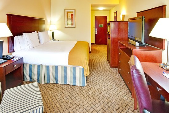 Holiday Inn Express Hotel & Suites Millington-Memphis Area: King Bed Guest Room