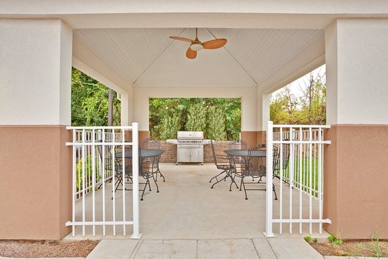 Candlewood Suites Paducah: Gazebo with grills and seating for guest use.