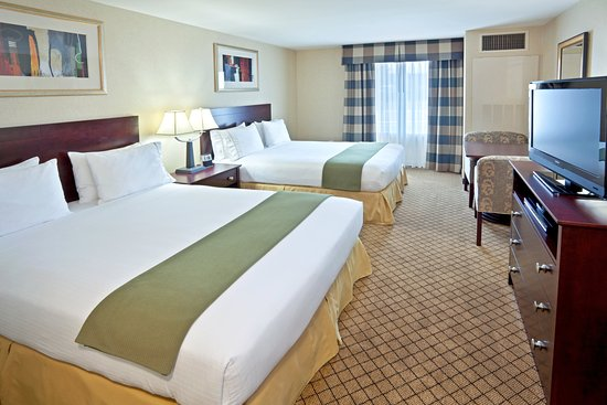 Holiday Inn Express Sumner Two Queen Sized Bedded Guest Room
