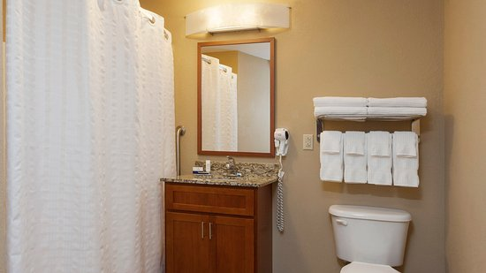 West Reading, Пенсильвания: Large guest bathrooms in all suites