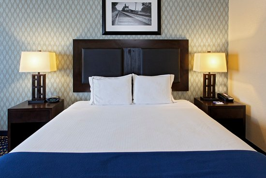 Holiday Inn Express Hotel & Suites Weatherford: Weatherford Hotel Bed Feature
