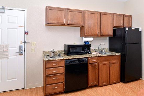 Candlewood Suites Turlock: Guest Room