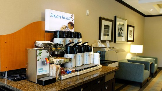 Holiday Inn Express Hotel & Suites Kingston: Coffee and Tea Station