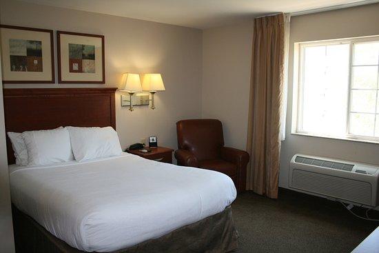 McAlester, OK: Queen Bed Guest Room
