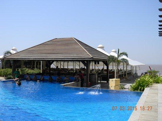 Superb Hotel on the Beacj