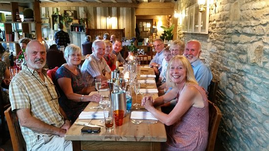Whitley, UK: Ten friends celebrating birthdays at the Pear Tree Inn