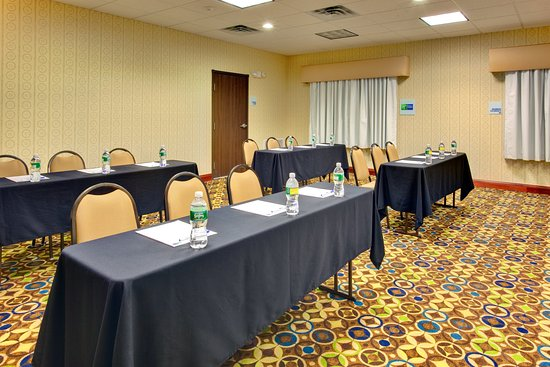 Holiday Inn Express Hotel & Suites Dewitt (Syracuse): Rooms includes flip chart, screen and projector