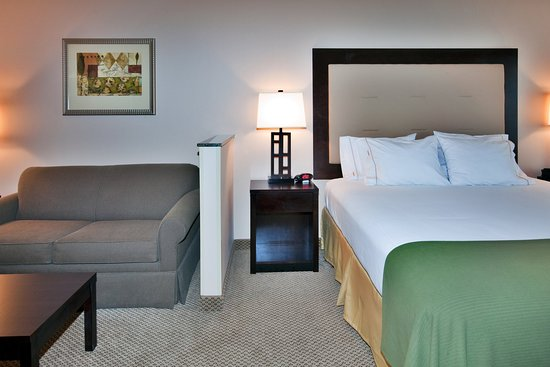 Holiday Inn Express Hotel & Suites Dewitt (Syracuse): Each suite have a pullout sofa bed