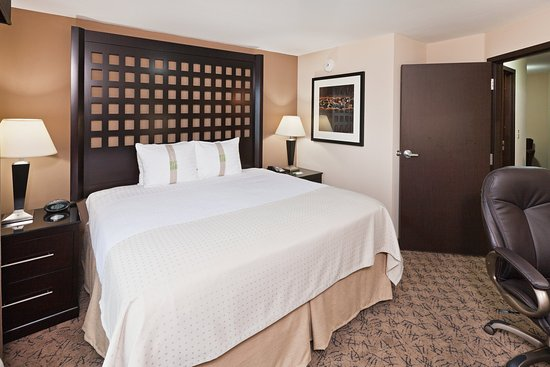 Holiday Inn Hotel & Suites Tulsa South: King Bed Suite