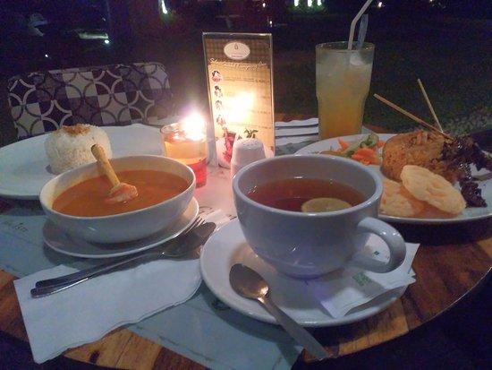 Green Forest Resort: Dinner at Kampung Awi Restaurant