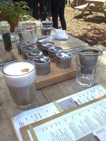 Lage Vuursche, Nederland: 8 soorten thee, en koffie, latte, cappuchino etc.