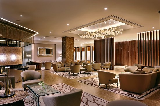Four Seasons Hotel: Lobby Sitting Area