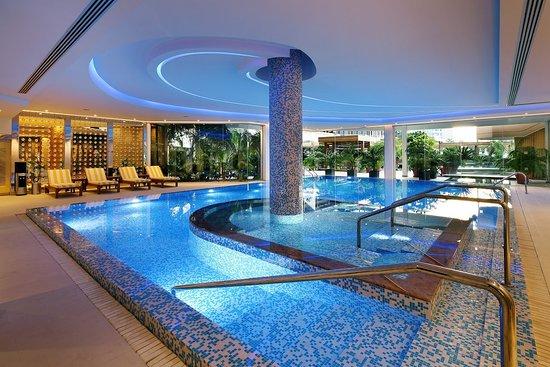 Four Seasons Hotel: Indoor Pool
