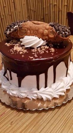 Importico's Bakery Cafe : Best Cannoli Cake EVER!