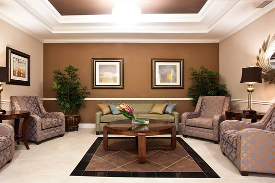 Holiday Inn Express Hotel & Suites Palatka Northwest: Lobby Lounge - Holiday Inn Express Palatka Northwest