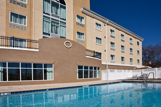 Holiday Inn Express Hotel & Suites Palatka Northwest: Swimming Pool - Holiday Inn Express Palatka Northwest