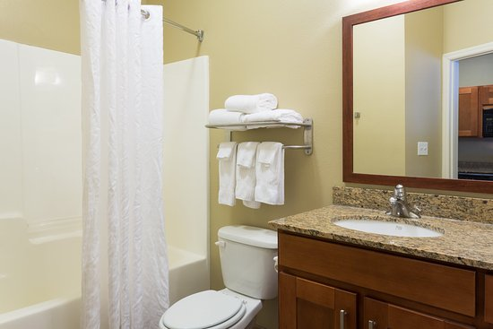 Candlewood Suites Tallahassee: Guest Bathroom