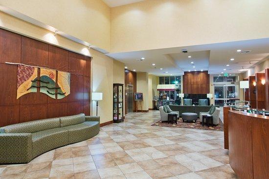 Yakima, Вашингтон: Contemporary Hotel Lobby