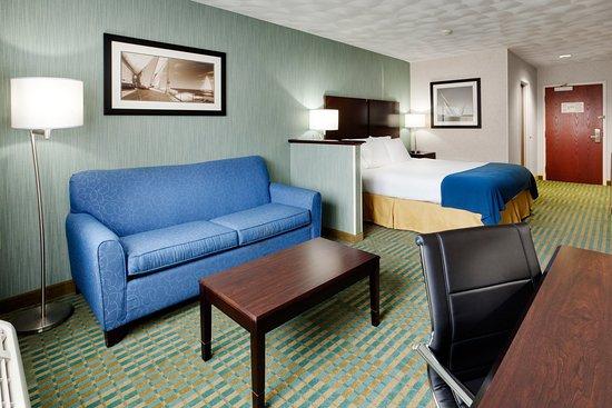 Smithfield, Rhode Island: King Bed Guest Room