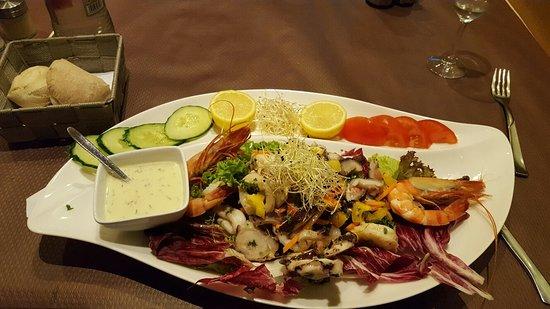 RESTAURANT IL PICCOLO MONDO : Excellent restaurant de salades de fruots de mer. Vous ne serez pas déçu ni par la quantite ni l