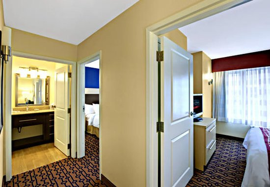 North Kingstown, RI: Two-Bedroom Suite