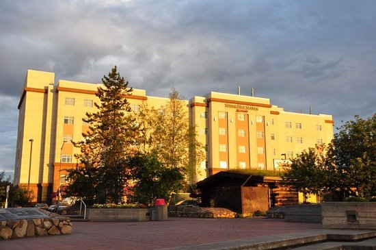 SpringHill Suites Fairbanks: hotel from a distance