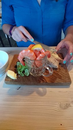 Highworth, UK: Half pint of prawns