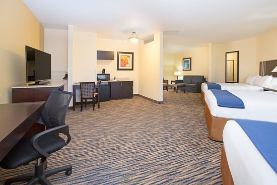 Thornton, CO: 3 Queen Bedded Wheelchair Accessible ADA Suite