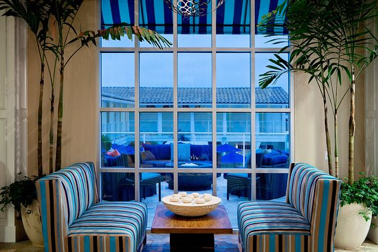 Del Mar, Kalifornien: Enjoy our comfortable lounge seating at Ocean View Bar & Grill