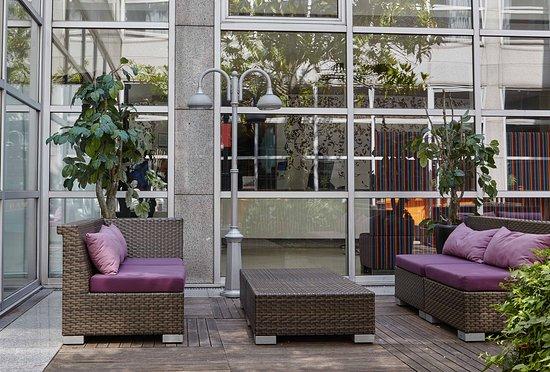 Holiday Inn Paris Marne La Vallee : Guest Patio