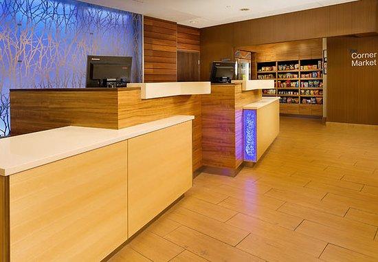 Fairfield Inn & Suites Baltimore BWI Airport: Front Desk