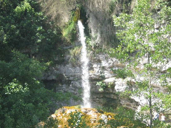 Saint-Nazaire-en-Royans, Francia: Fontaine pétrifiante prise du bateau