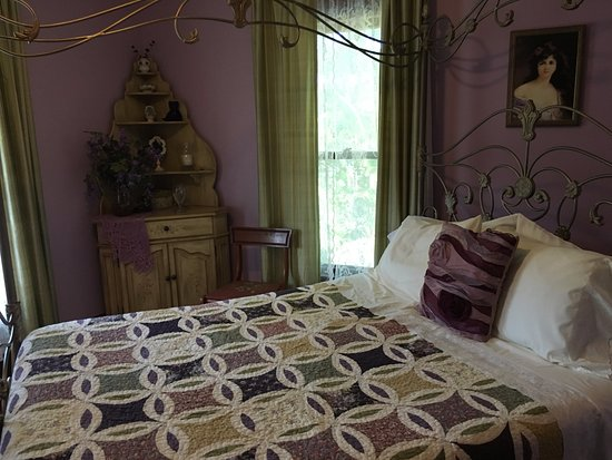 Lake Helen, Floride : Bed in Lilacs and Lace