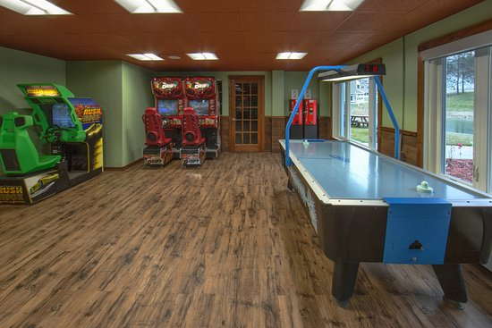 Brownsville, VT: Game room for family fun